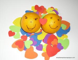 dos naranjas enteras y enamoradas