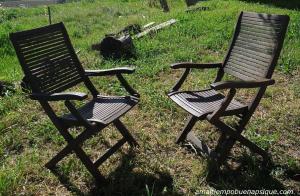 Dos sillas conversando